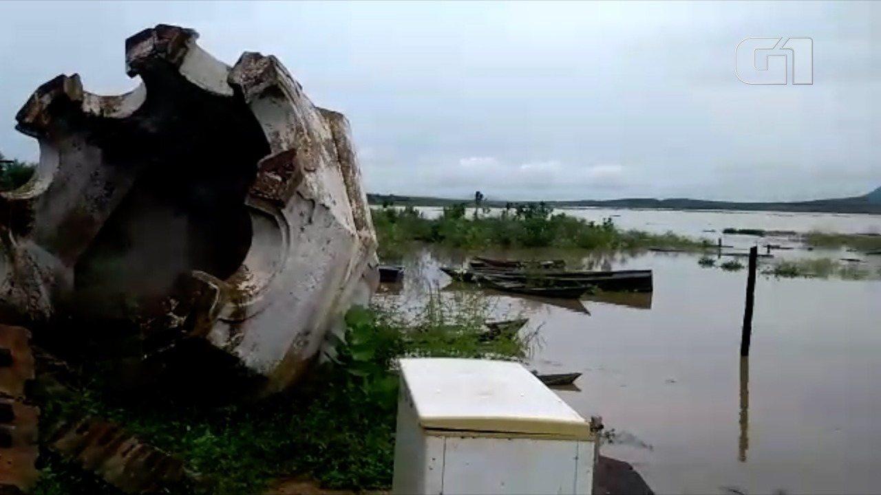 Após chuvas, água da maior barragem do RN começa a cobrir ruínas de igreja, na antiga cidade de São Rafael: primeiras imagens são desta segunda-feira (16); as outras são desta terça-feira (17), pela manhã e à tarde