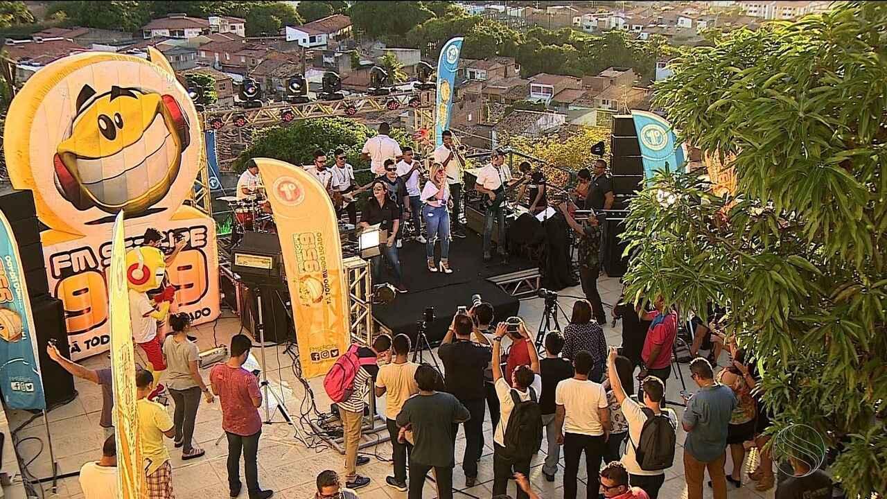 Calcinha Preta faz apresentação para convidados