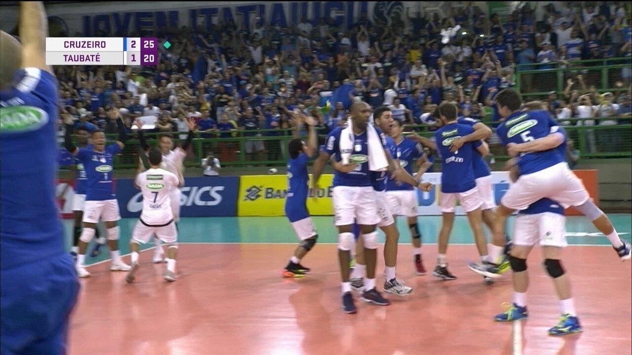 15280d3b55 Melhores momentos  Cruzeiro 3 x 1 Taubaté pela semifinal da Superliga  masculina de vôlei