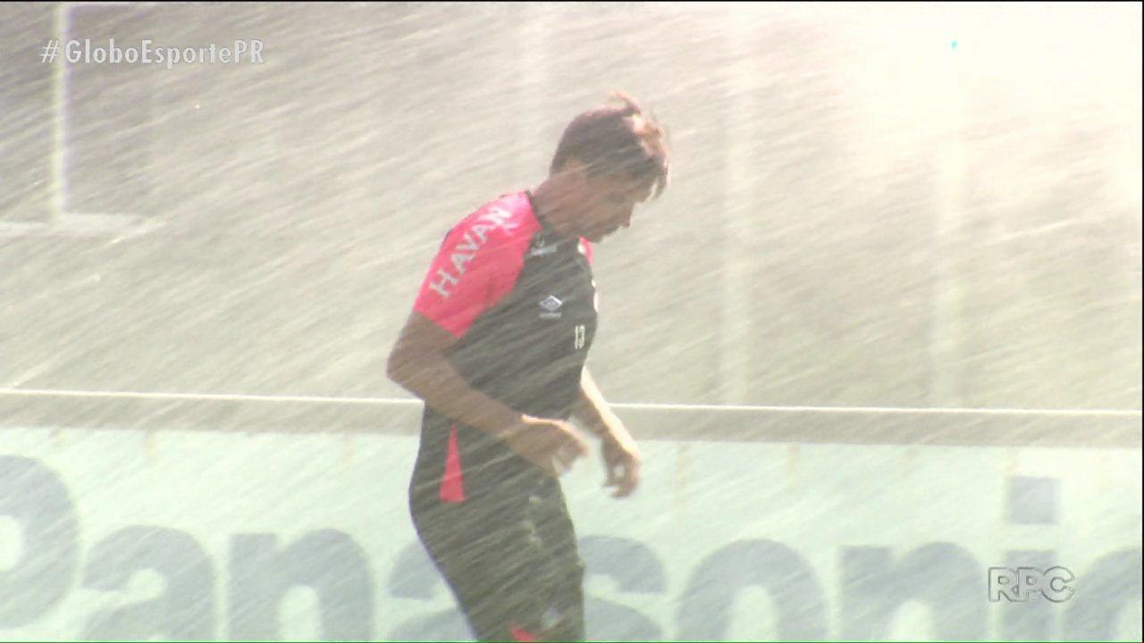 Atlético-PR de Fernando Diniz busca primeira vitória como visitante