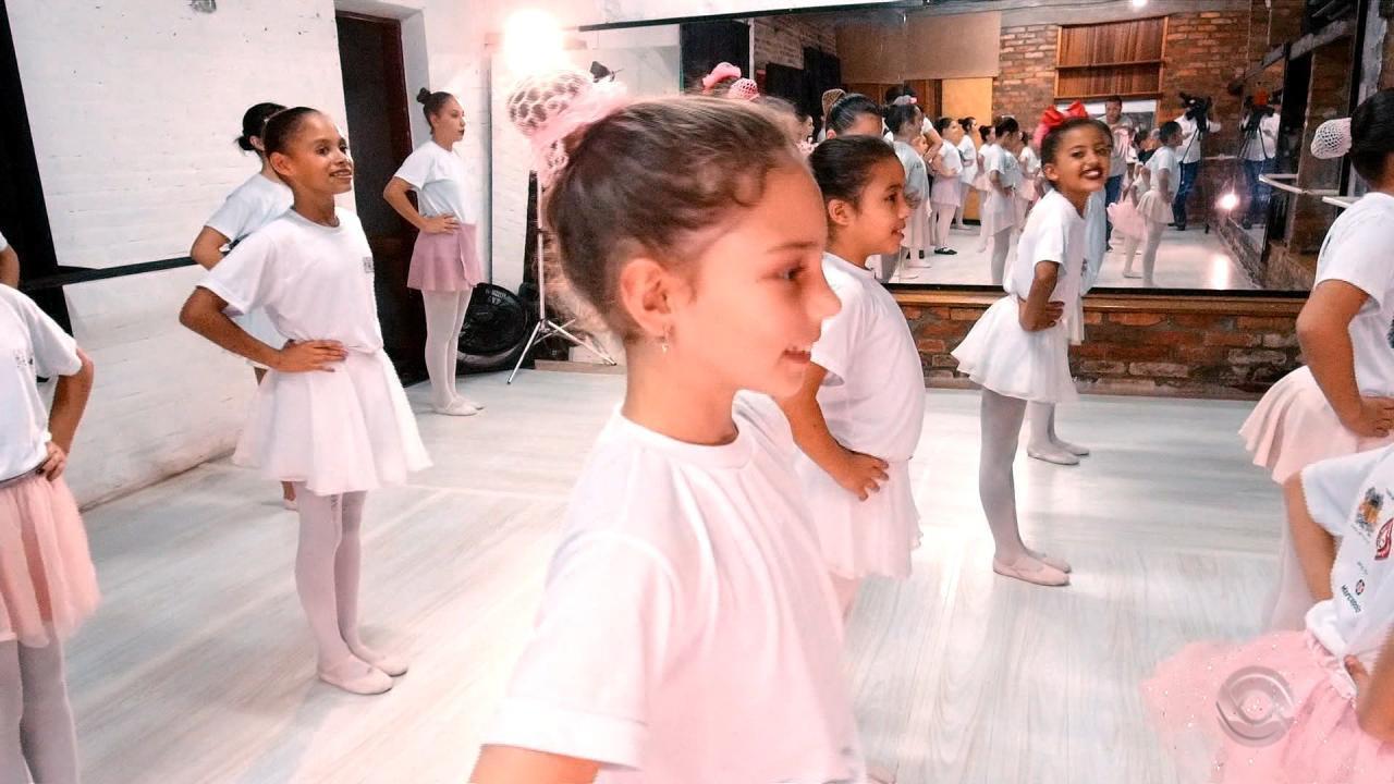 Projeto social aproxima meninas da dança em Caxias do Sul