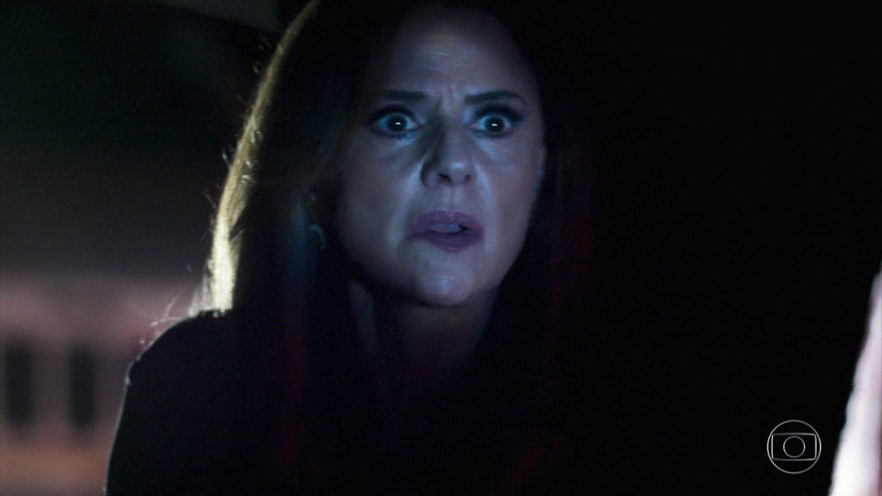Sophia tenta matar Caetana e é presa em flagrante por Bruno