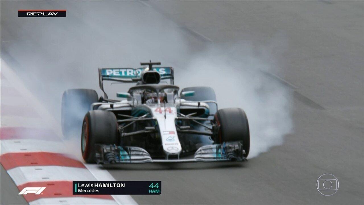 Na perseguição a Vettel, Hamilton escapa na curva 1 do GP do Azerbaijão