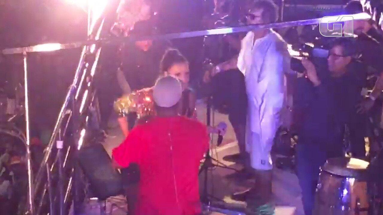 Márcio Victor canta com Ivete