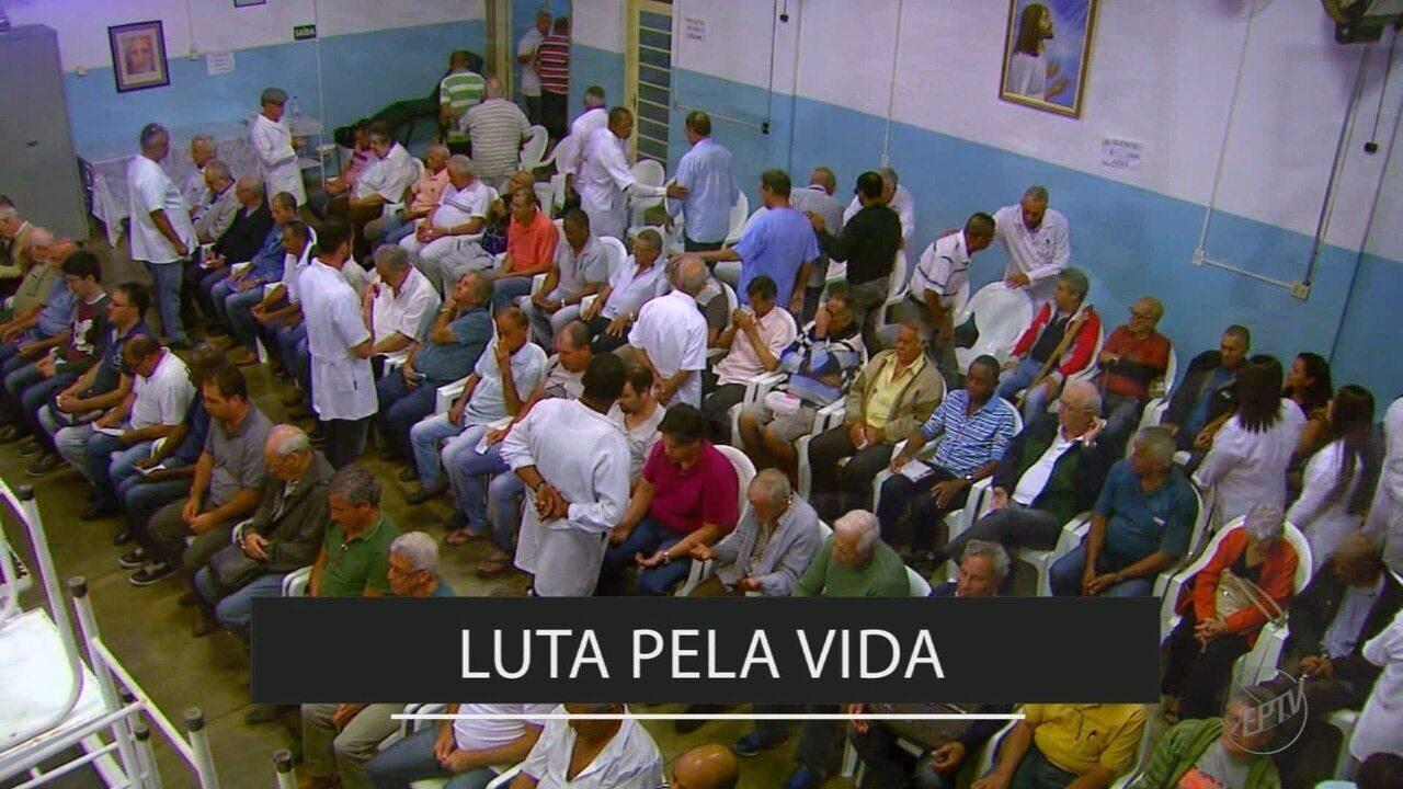 'Medicina da Fé' mostra a busca de fiéis pela cura espiritual em Franca, SP