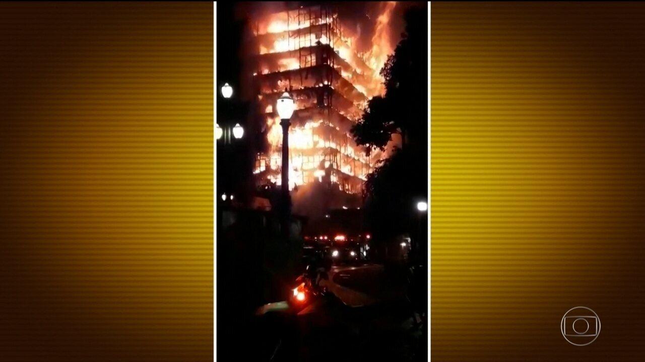 Prédio de 24 andares desaba após ser consumido pelo fogo em São Paulo