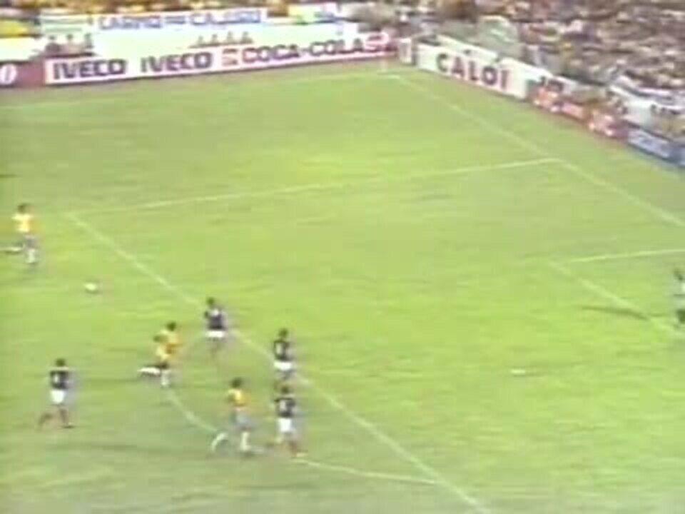 Copa de 1982 - Brasil x Escócia - gol de Eder