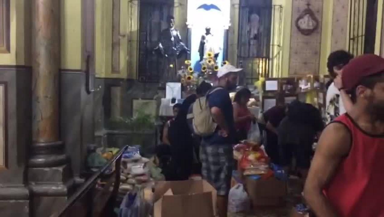 Igreja no Centro de SP recebe doações para moradores de prédio que desabou