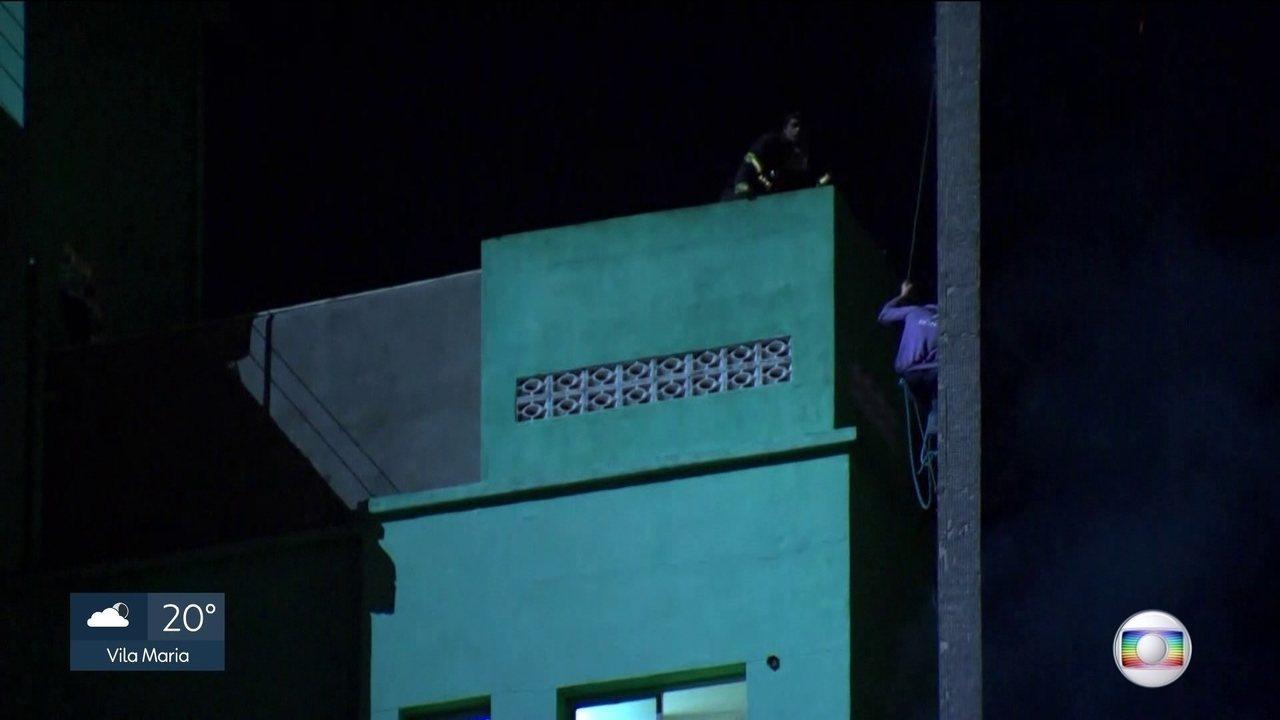 Bombeiro conta como tentou salvar homem de prédio que pegou fogo