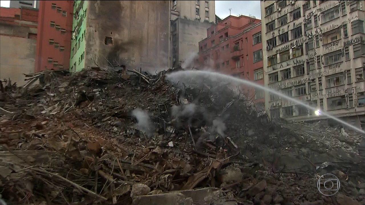 Curto-circuito no 5º andar provocou incêndio em prédio de SP, diz polícia