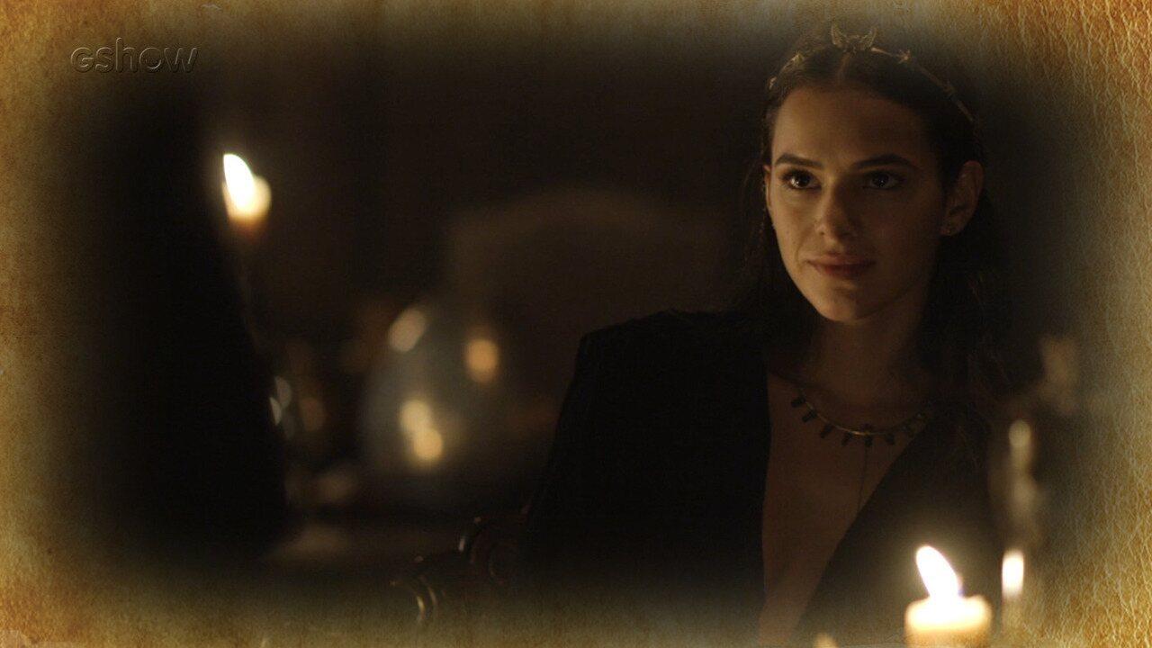 Catarina planeja acusar Amália de bruxaria