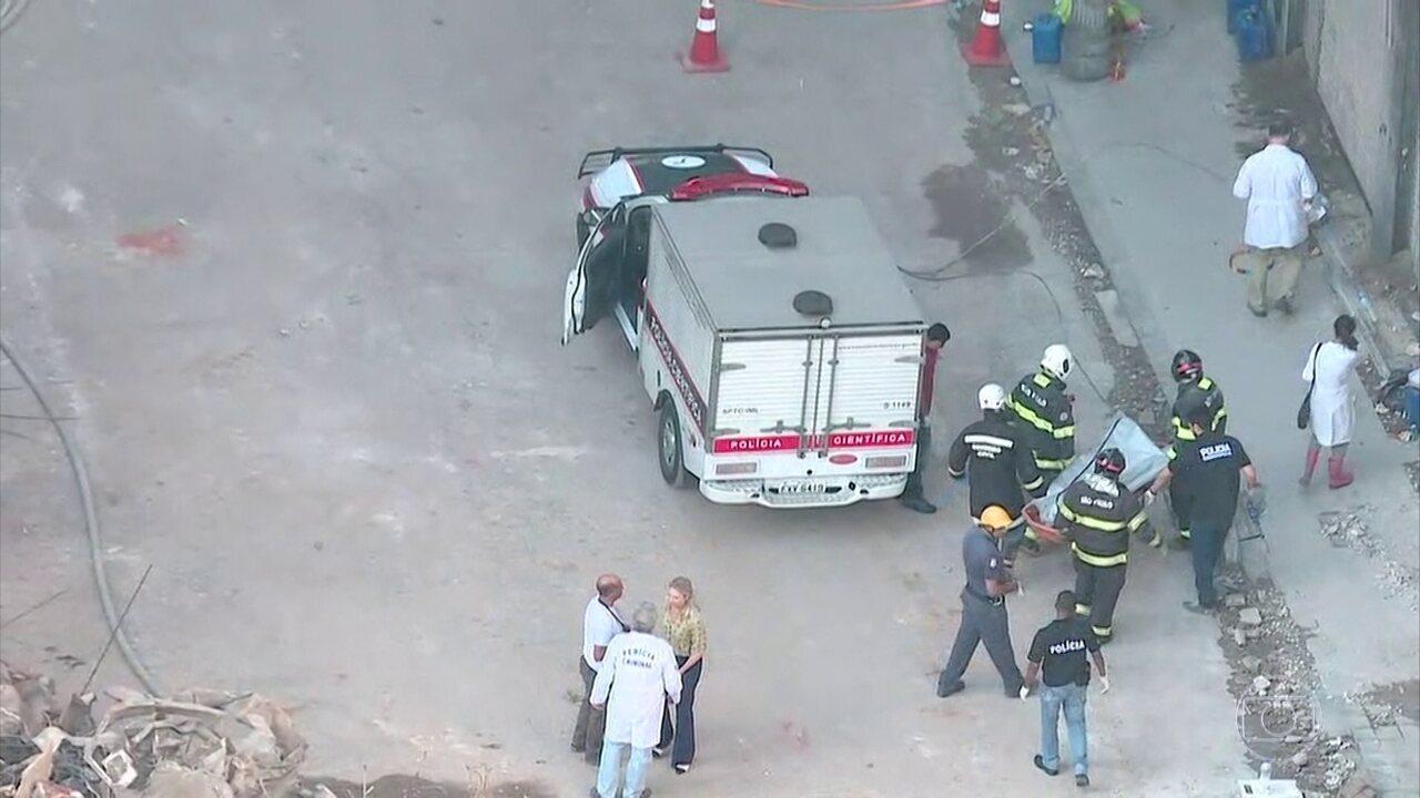 Bombeiros encontram corpo de vítima de desabamento em SP