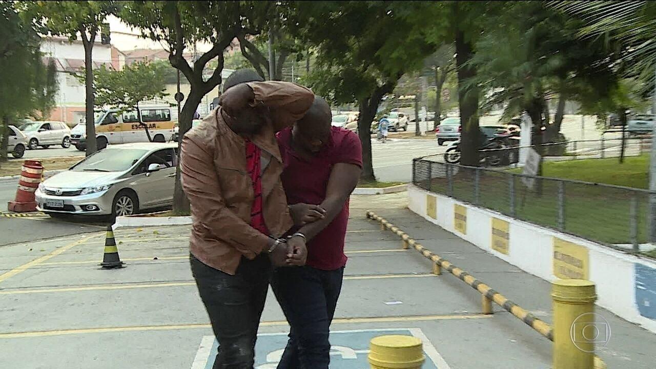 """Polícia de SP prende quadrilha que aplicava """"golpe do namoro"""" pela internet"""
