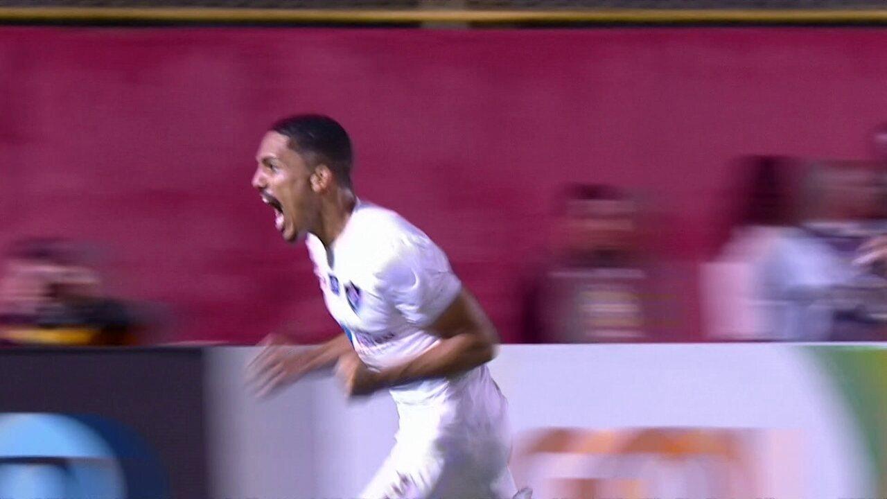 Gol do Fluminense! Gilberto sobe bem e cabeceia firme para virar a partida aos 40 do 2º