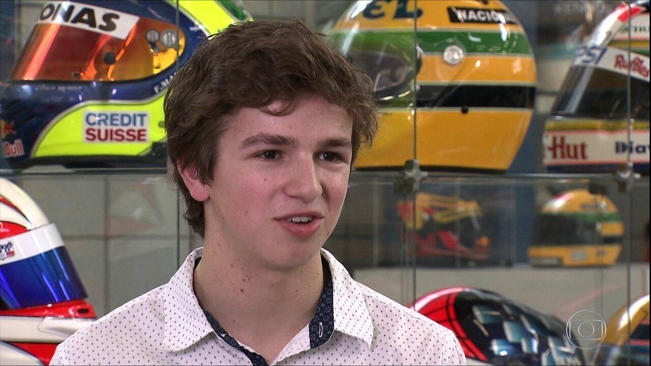Piloto brasileiro trabalha em churrascaria pelo sonho da F1