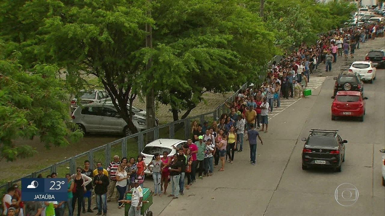 Fim do prazo para regularizar título de eleitor causa filas em Pernambuco