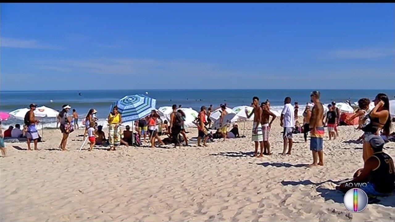 Mundial de Surfe é realizado em praia de Saquarema, no RJ