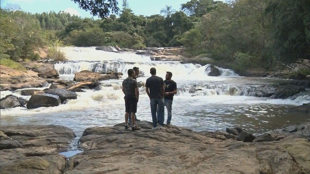 Moradores reclamam de 'espuma de sujeira' no Rio Jaguari, em Extrema (MG)