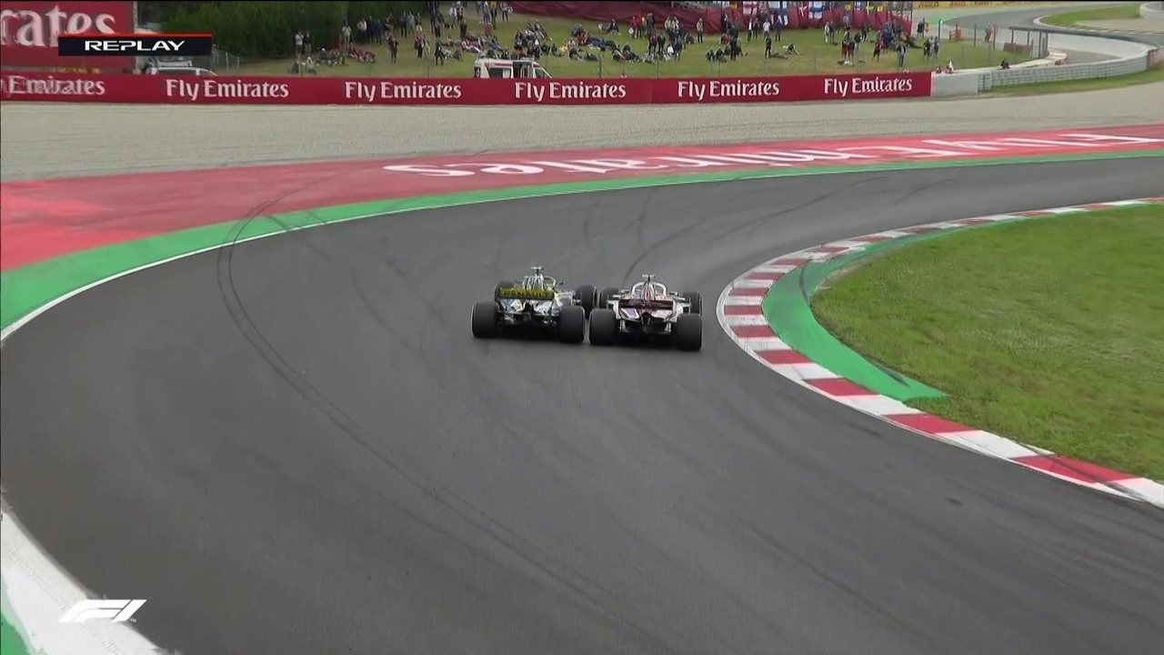 Briga quente! Ericsson e Sainz disputam posição e encostam roda com roda