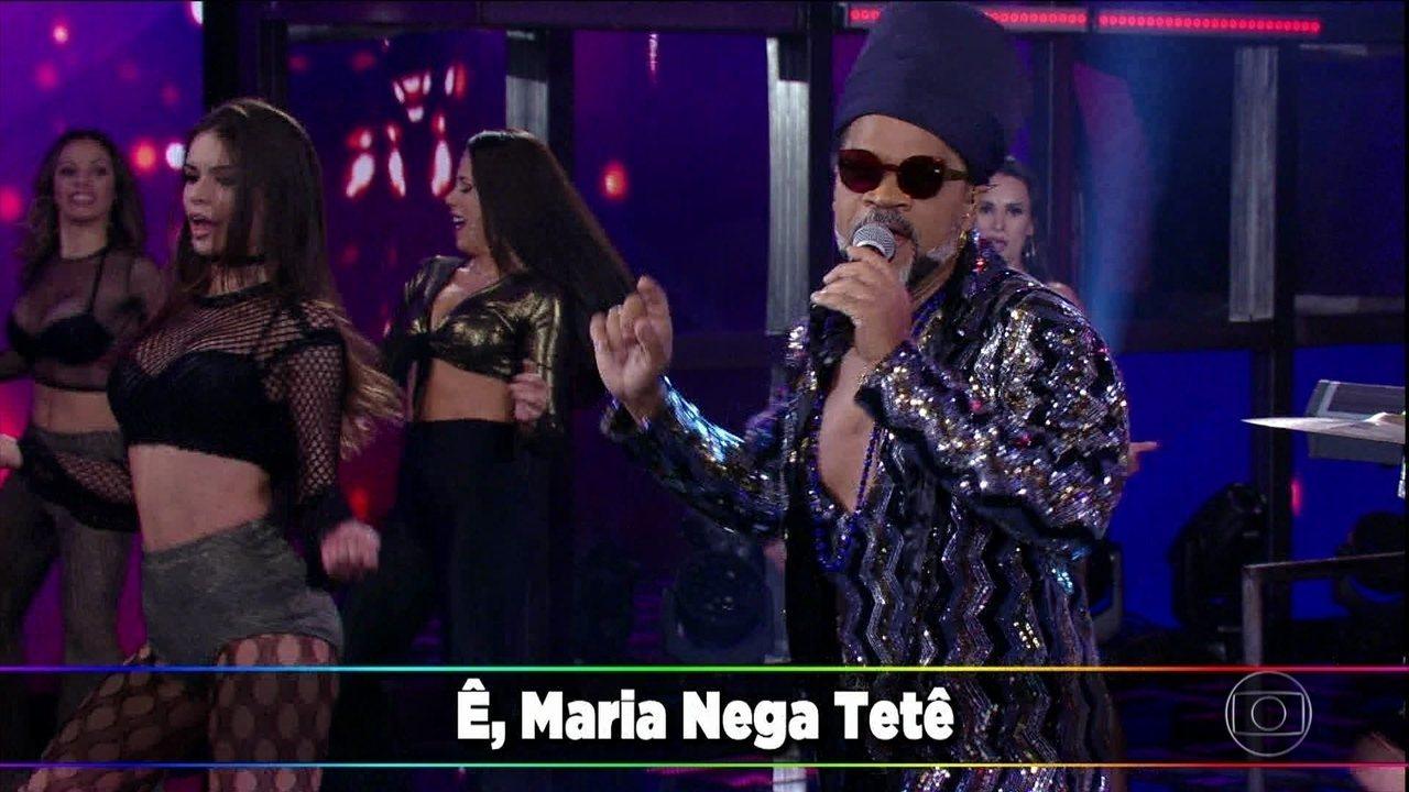 Carlinhos Brown canta 'Maria Caipirinha'