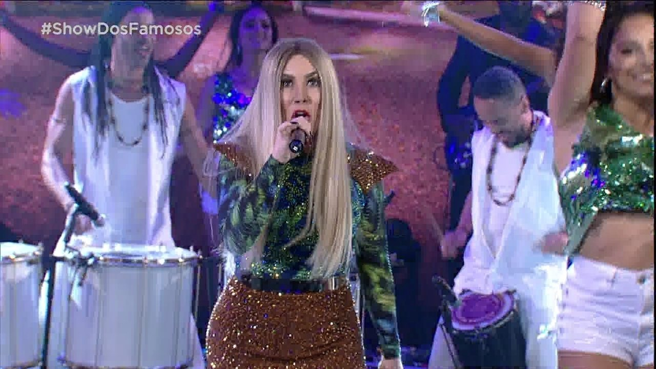 Naiara Azevedo interpretou um medley de sucessos de Claudia Leitte