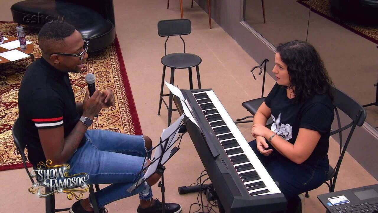Confira a preparação de Mumuzinho para viver Stevie Wonder