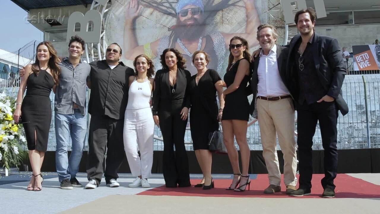 Daniela Mercury e elenco falam sobre o velório de Beto Falcão