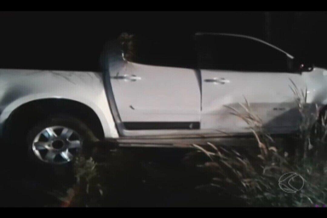 Acidente entre bitrem e caminhonete deixa um morto na BR-452, em Uberlândia