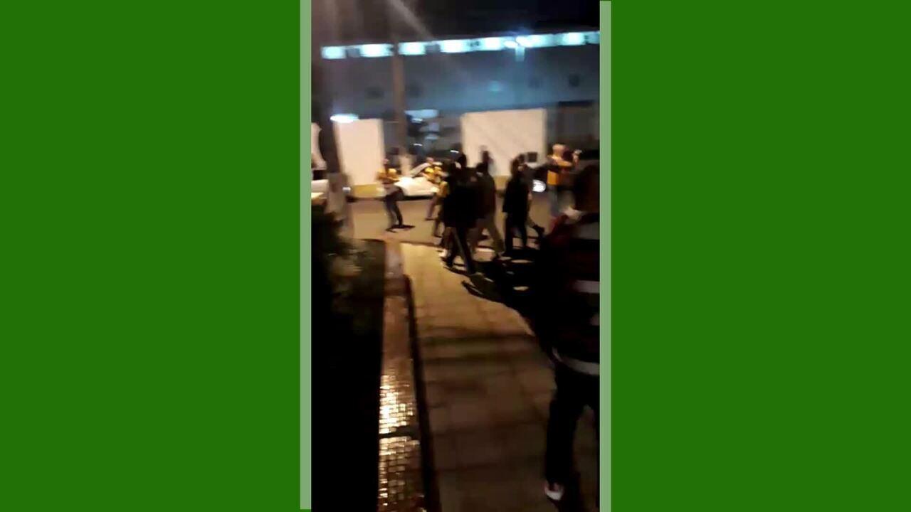 Torcida do Criciúma quebra o carro de Zé Carlos após empate com o Juventude