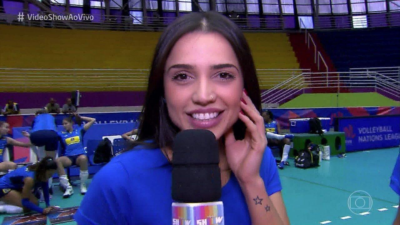 Paula Amorim acompanha treino das meninas da Seleção Brasileira de Vôlei