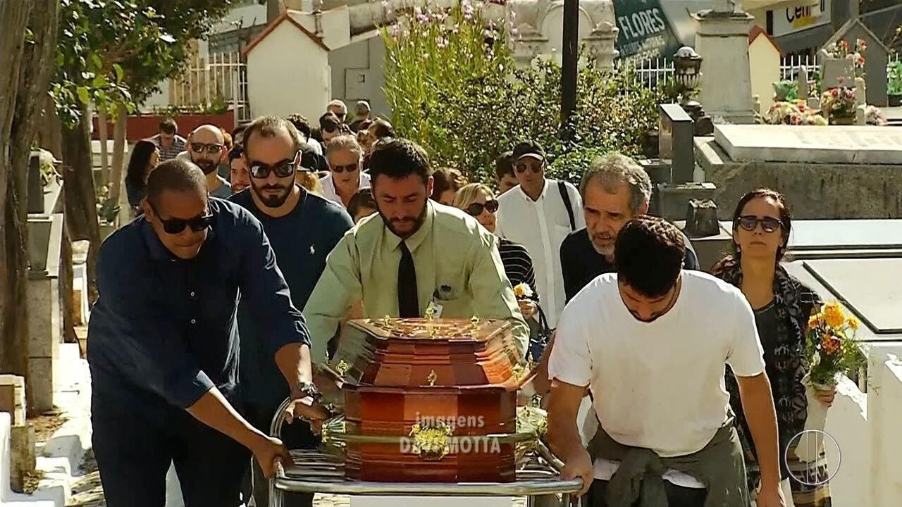 Corpo do cineasta Roberto Farias é enterrado nesta quarta em Nova Friburgo, no RJ