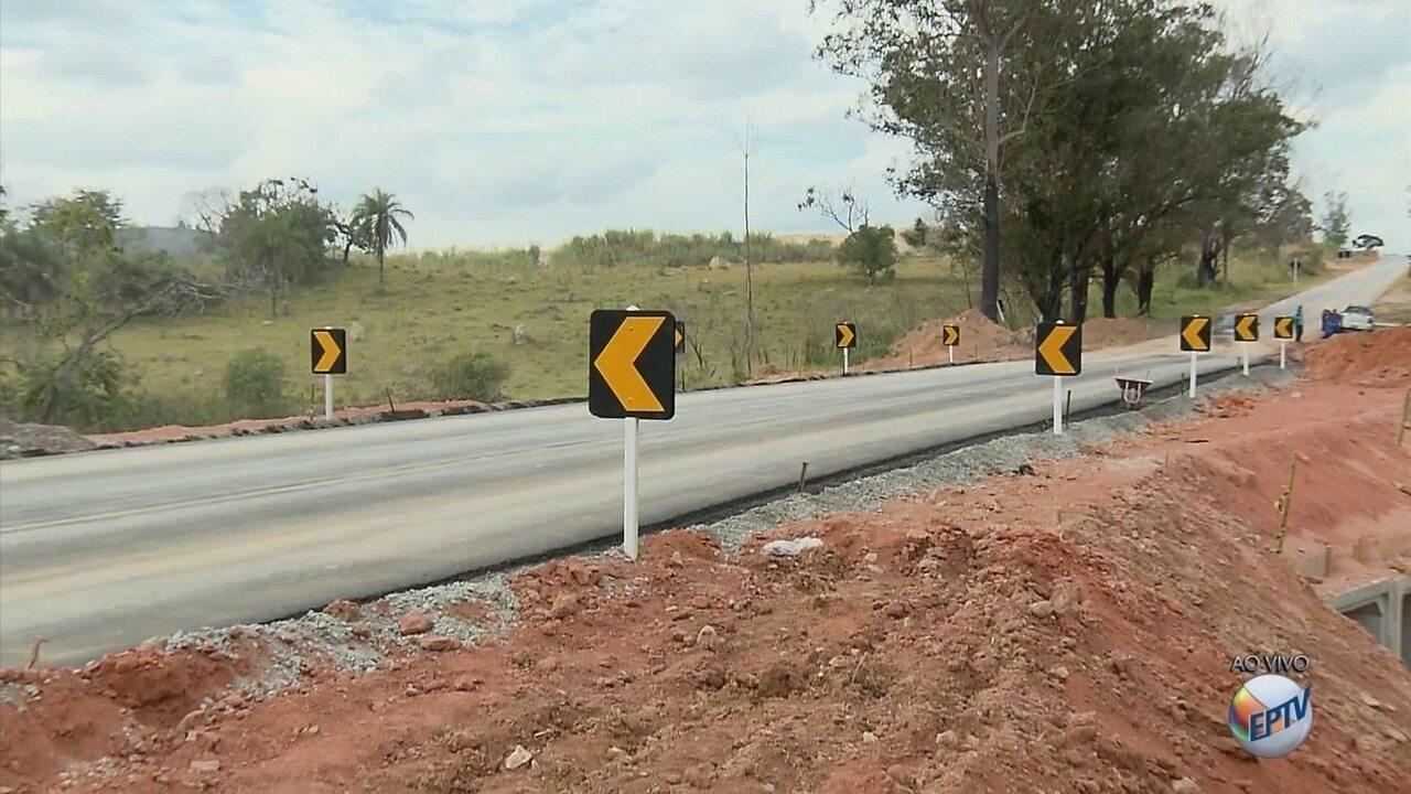 Dois meses após queda, nova ponte é reinaugurada na BR-265, em Nazareno (MG)