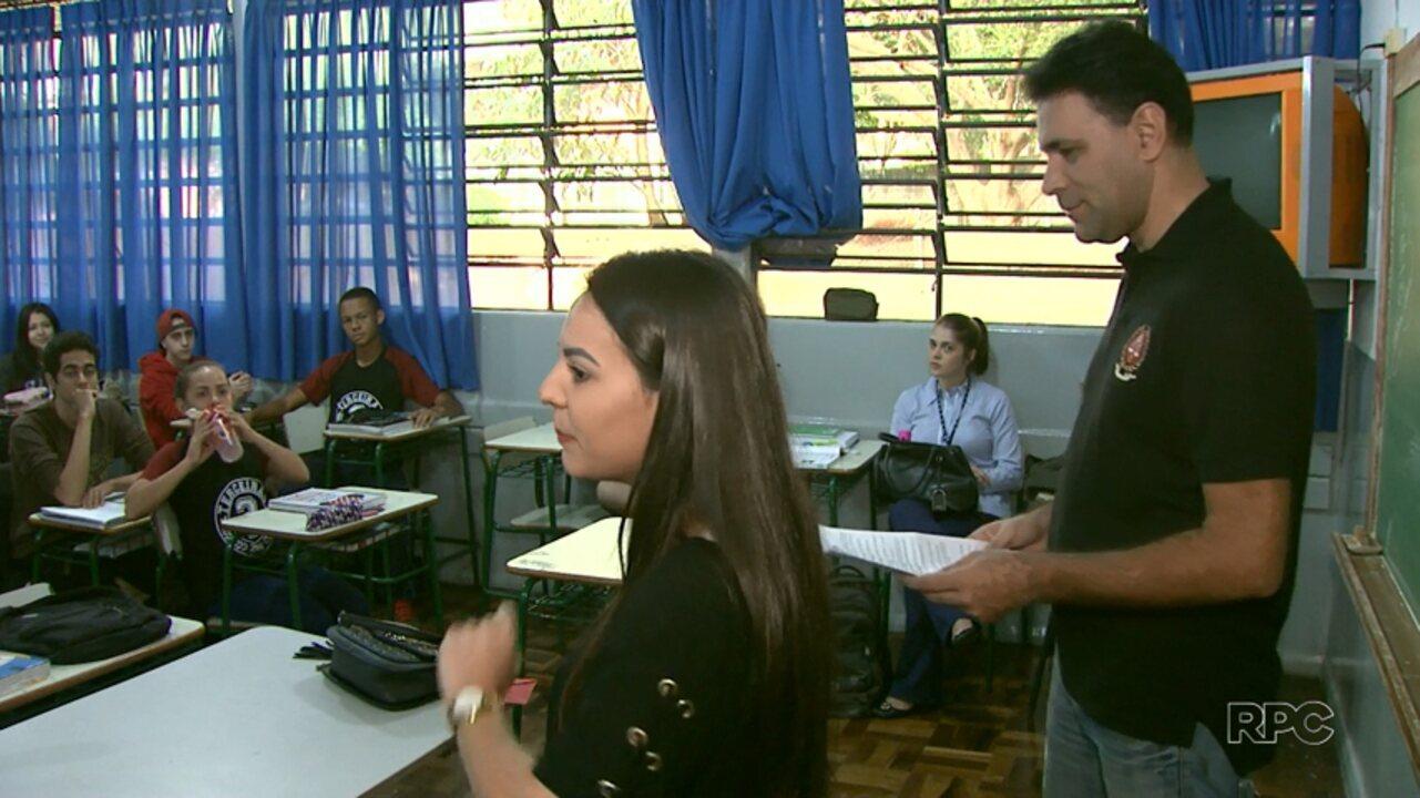 Projeto de universidade busca conscientizar alunos de escolas públicas sobre a corrupção