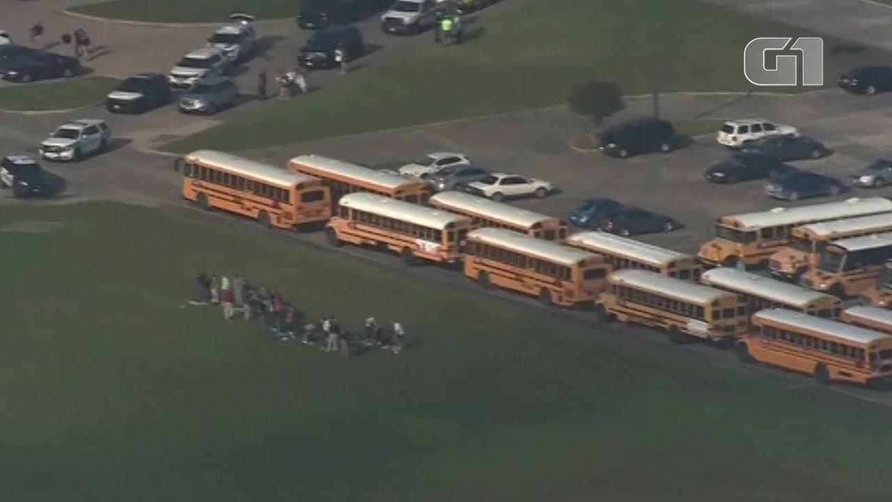 Polícia investiga tiros disparados dentro de escola no Texas, Estados Unidos