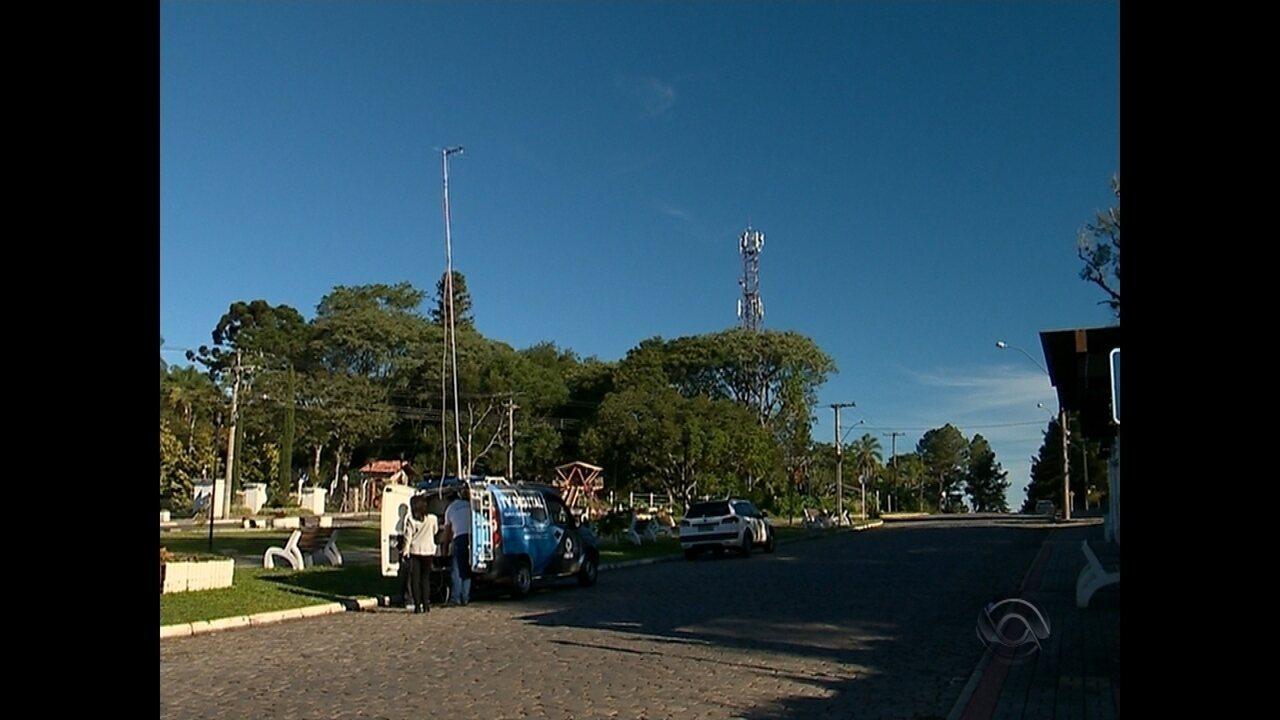 Equipe da RBS TV faz testes de sinal de televisão na Região Central