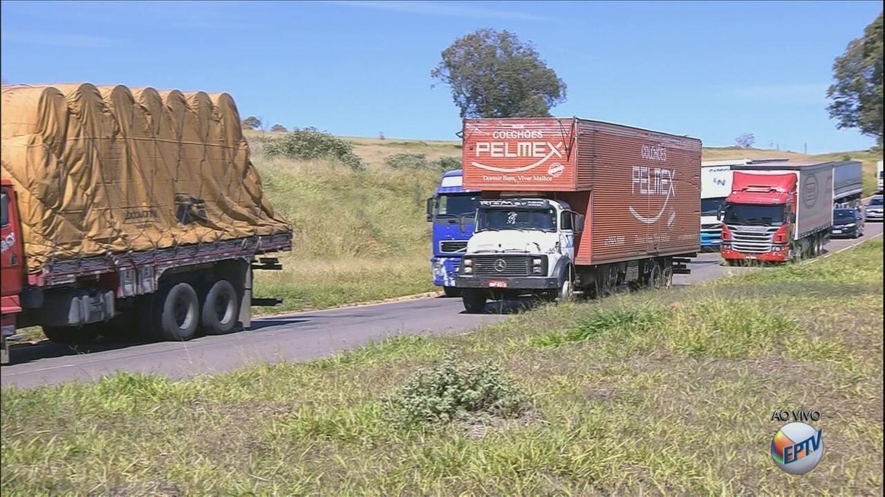 Caminhoneiros protestam em rodovias do Sul de MG contra alta no preço do diesel
