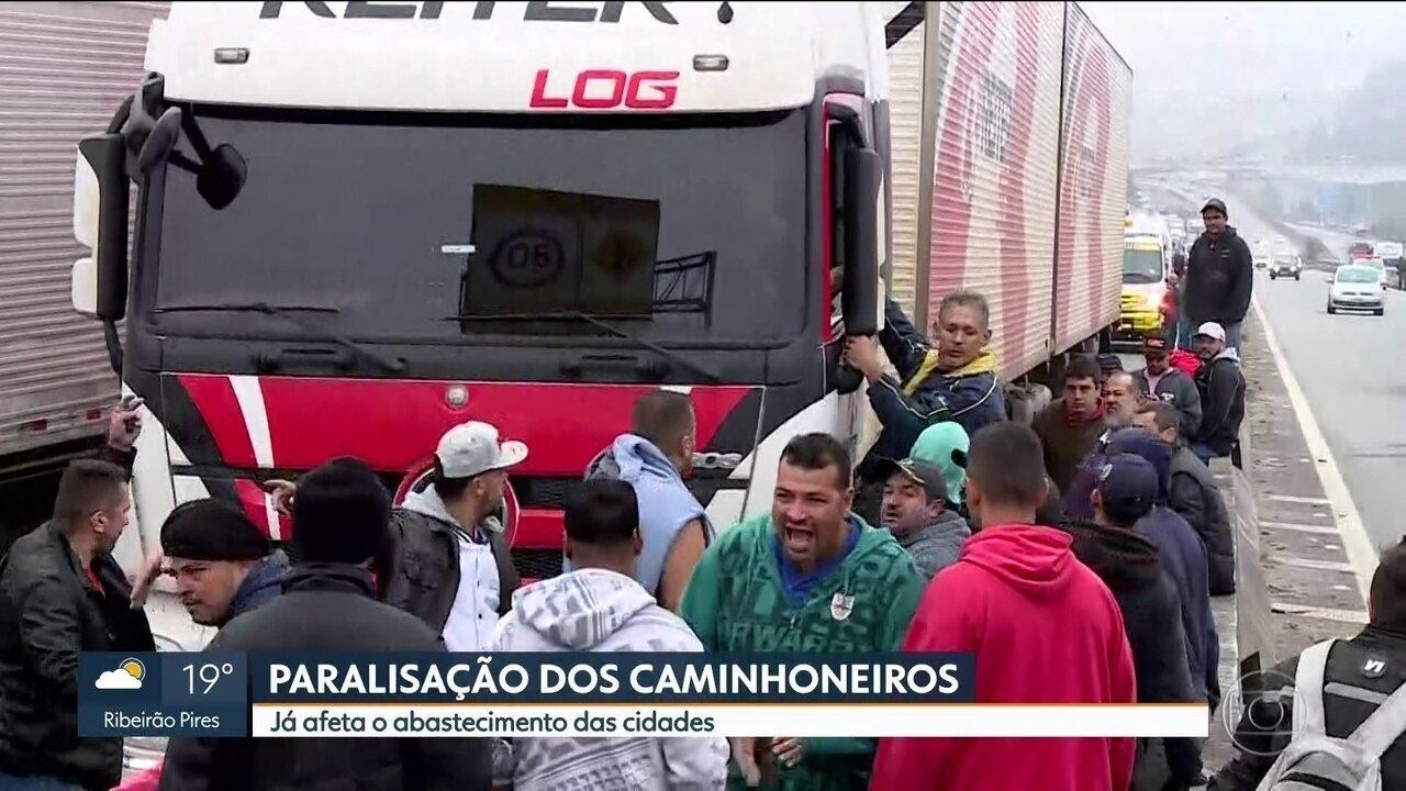 Protesto dos caminhoneiros afeta abastecimento das cidades