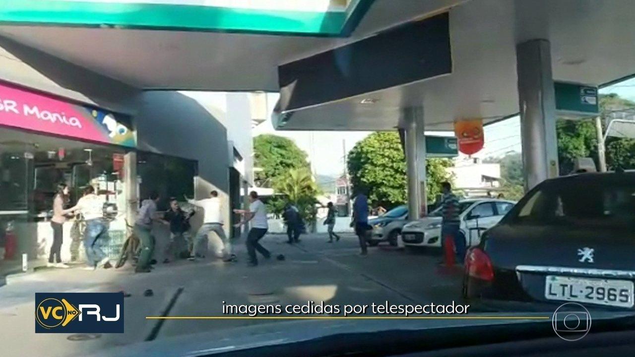 Vídeo mostra confusão em posto de gasolina de Niterói