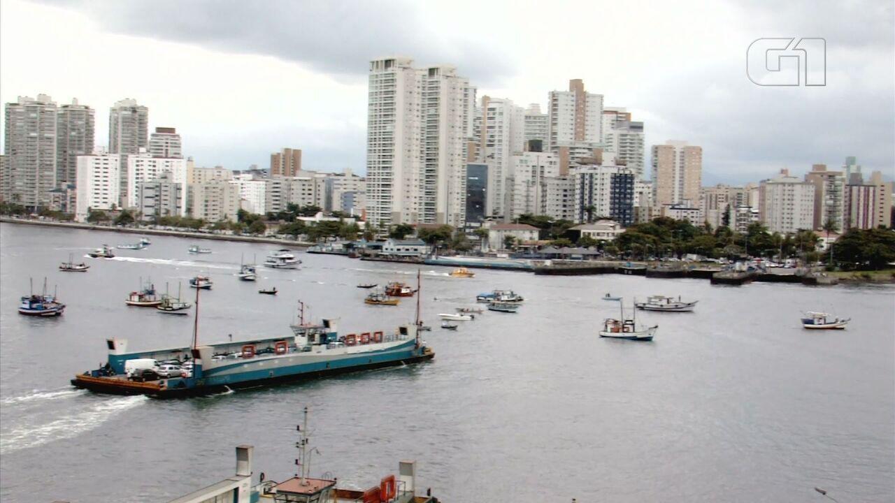 Embarcações de pesca bloquearam o Canal de Navegação do Porto de Santos, SP