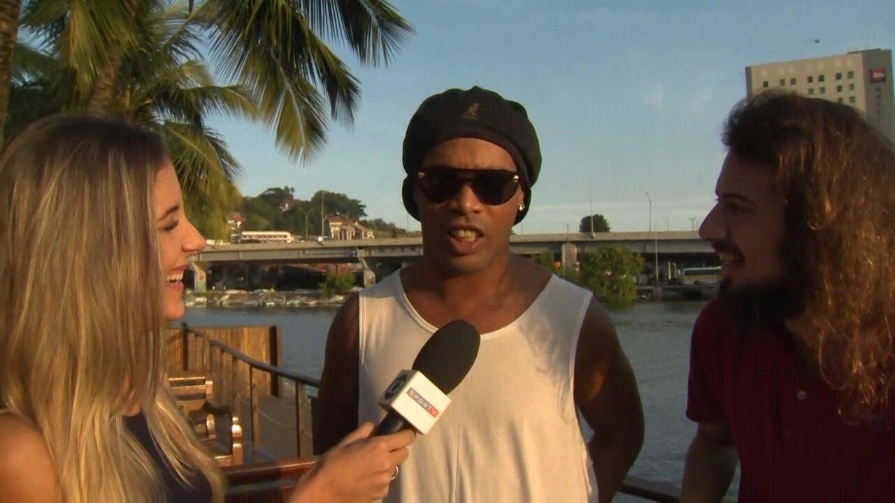 Ronaldinho Gaúcho desmente casamento com duas mulheres