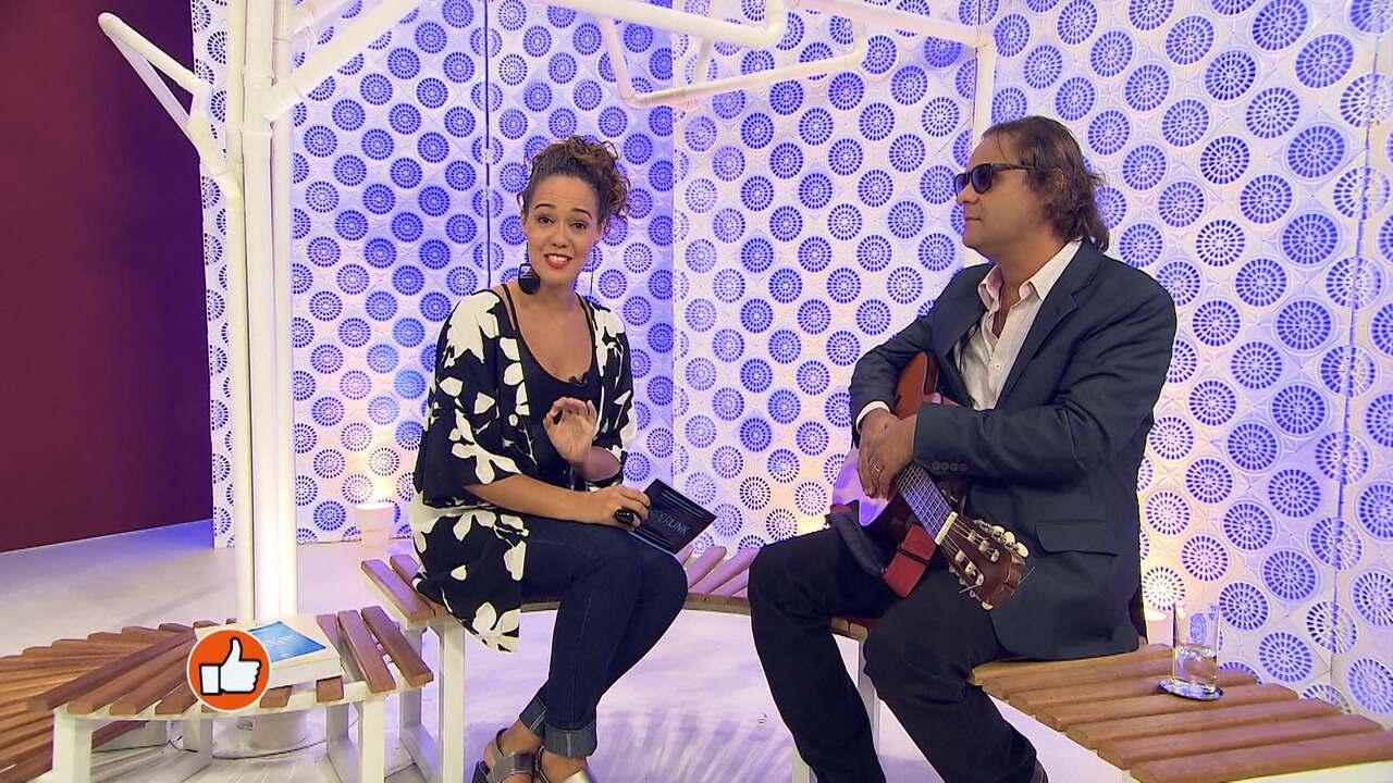 A repórter Renata Menezes conversa com o educador e músico Marcos Welby, deficiente visual