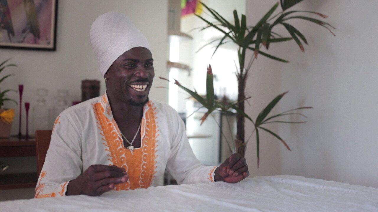 Dj Sankofa prepara um prato ganense e fala sobre suas origens, no 'Cozinha e Afeto'