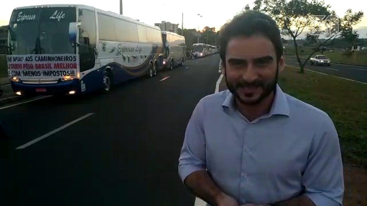 Motoristas de ônibus e motociclistas apoiam greve dos caminhoneiros em Bauru