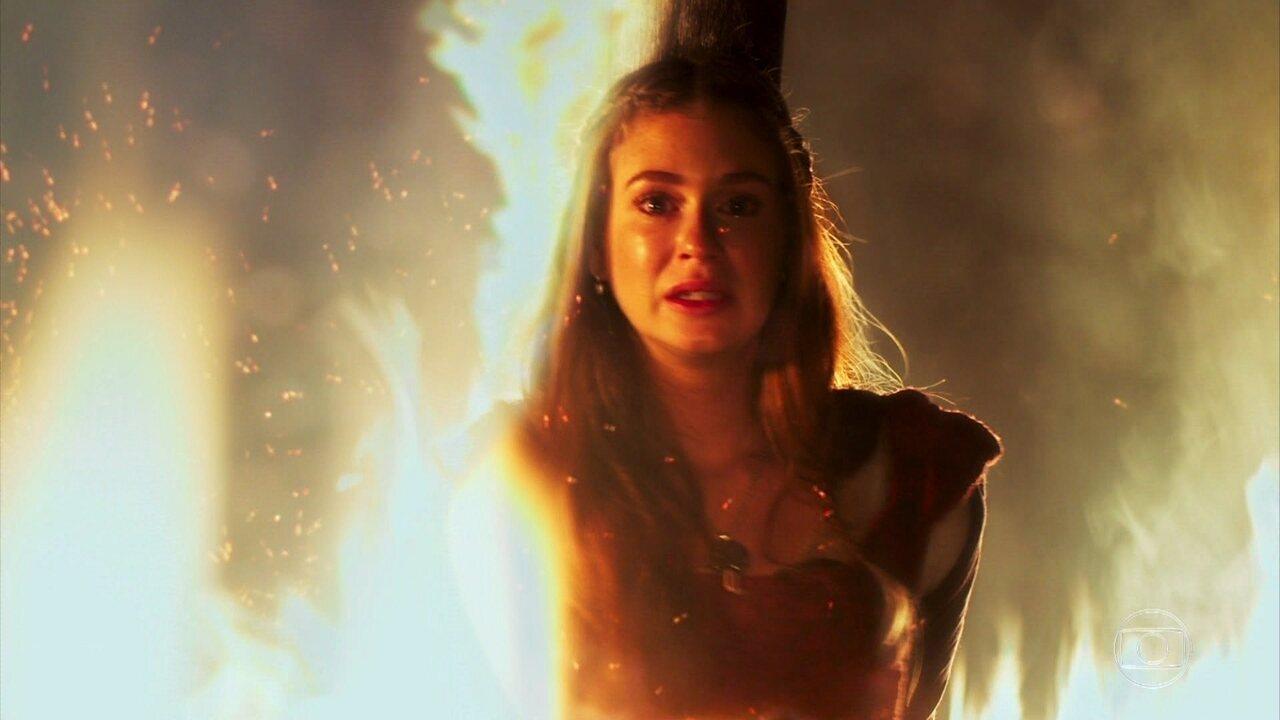 Amália tem pesadelo com a fogueira e Catarina