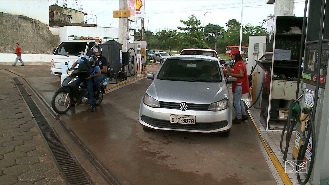 Motoristas enfrentam filas para abastecer em postos de gasolina em São Luís