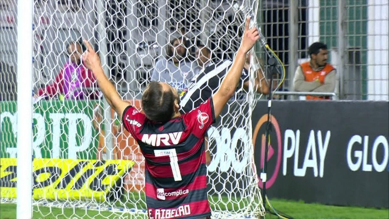 Gol do Flamengo! Fla engata contra-ataque e Éverton Ribeiro marca aos 34' do 2º tempo