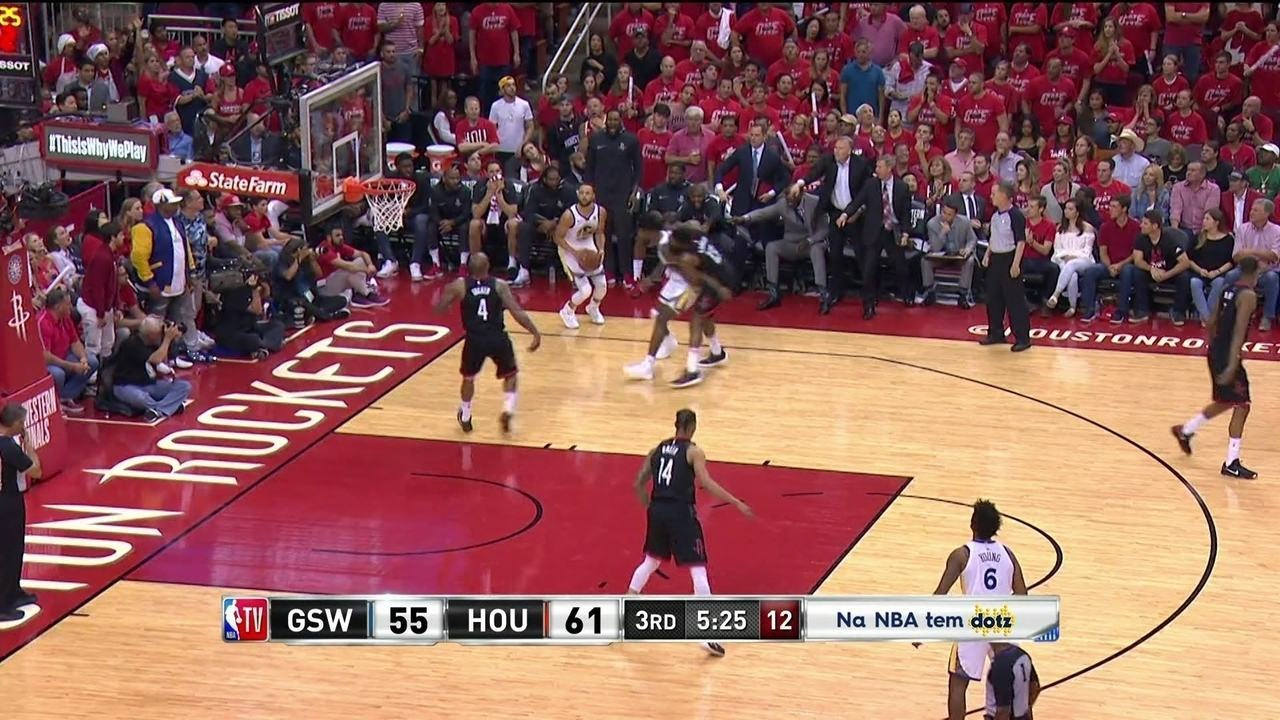 3º quarto: Curry acerta arremesso de três e Warriors encostam no placar