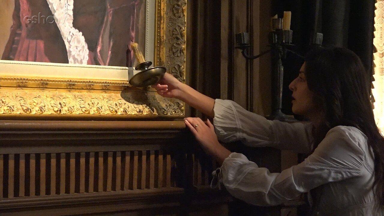 Cecília coloca fogo no quadro de Josephine