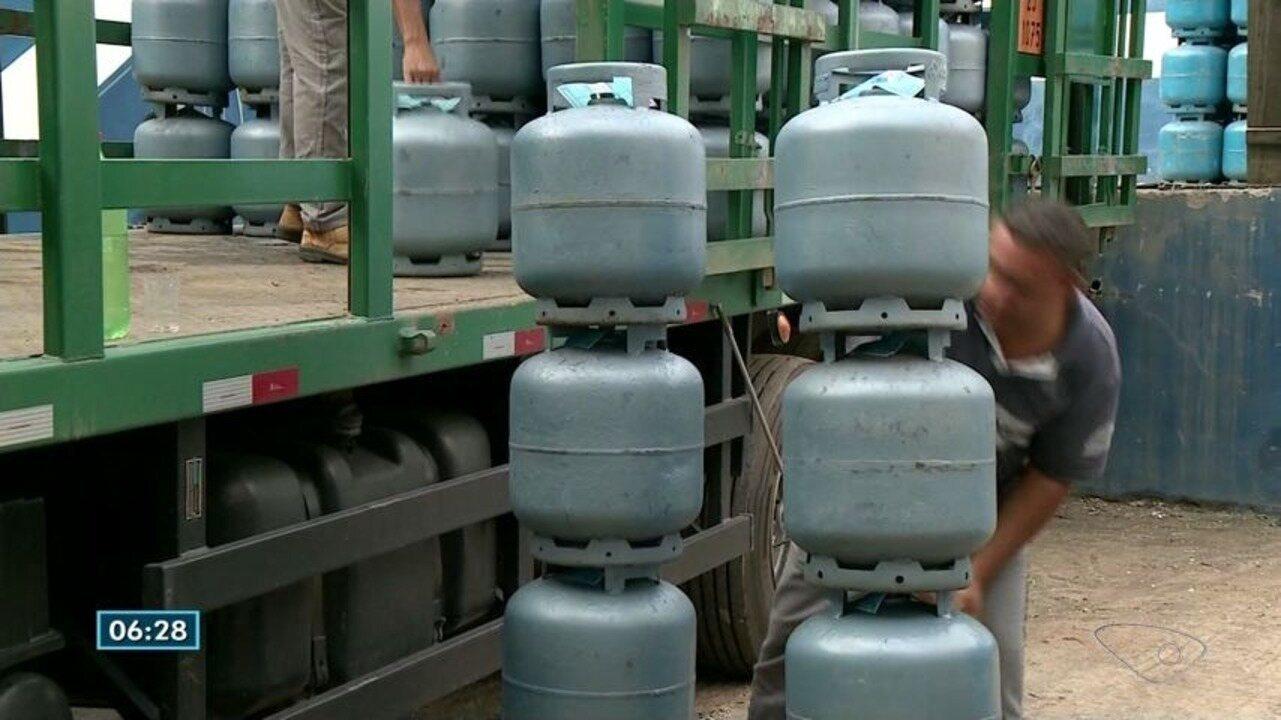 Cachoeiro de Itapemirim, ES, tem correria para comprar gás de cozinha e combustível