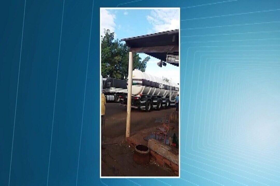 Em Uberaba, PRF acompanha saída dos caminhoneiros que estavam em protesto na BR-050